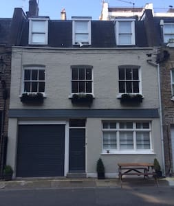 Charming 3bed mews house, W2
