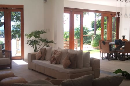 Beautiful 4BR Home Overlooking Sea - Casa