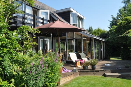 Charming villa at the waterfront - Vinkeveen