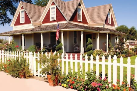 7 Gables-SUNSET MAGAZINE RECCOMENDS - Bed & Breakfast