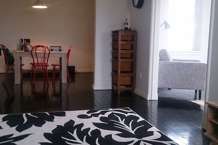 Private retreat adjacent to CBD - Apartemen