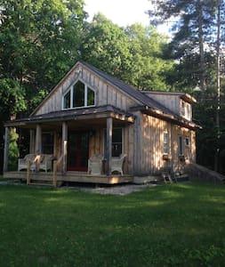 Romantic Private Vermont Cottage - North Bennington - Cabana