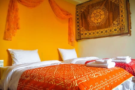 Little India...Around the World B&B - Bangkok - Bed & Breakfast