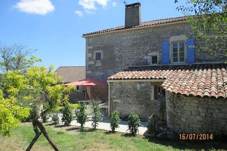 Gîte plein cœur vignoble de Cahors - saint matre - House