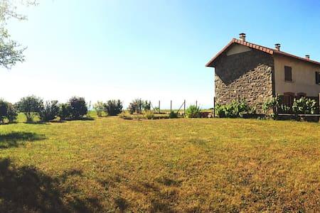 Maison en pierre en pleine campagne - Haus
