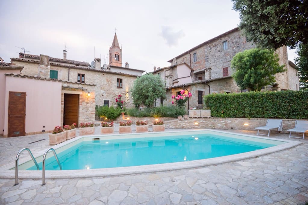 BorgoCuore: house with pool in Todi