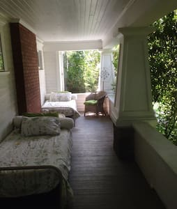 Sleeping Porch, Historic Home - Canby - Maison