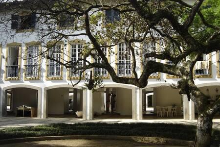 Duplex estilo Colonial em Condomínio Pé na areia.. - Ubatuba - Pis