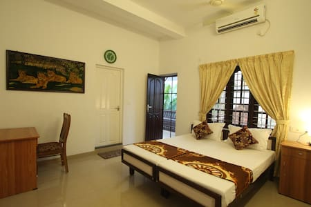 Aaron's Home Stay, AC Twin Bed room - Kochi - Rumah