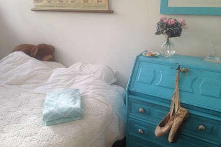Nice 2p bedroom in shopping centre
