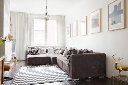 Lovely spacious ap footstep Jordaan - Appartement