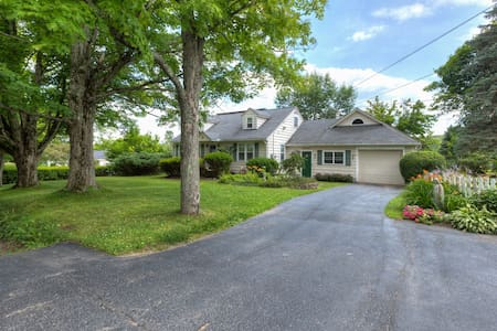 large pvt. BD & bath in the country - Guilford