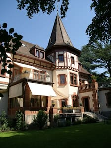 B&B Historische Suite neu renoviert - Lörrach - Bed & Breakfast