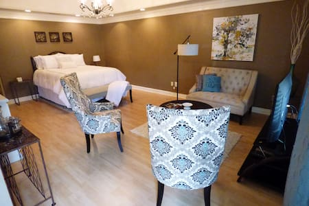 Quaint private suite in the heart of Franklin - 獨棟