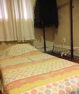 Quiet room spacious apt, 15m to NYC + warm hosts☺ - Jersey City - Apartment