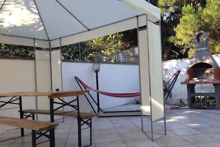 Grazioso appartamento con giardino - Torre Specchia Ruggeri - House