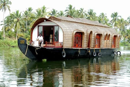 Aqua Castle Houseboat - Alappuzha - Boot