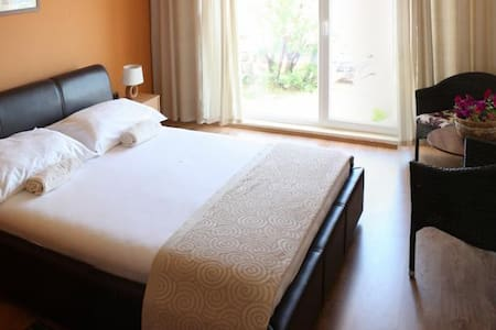 Revelin Guest House, Pag - Family (4+2 / 2 rooms) - Pag - Bed & Breakfast
