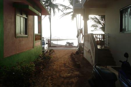 mandrem morjim close to beach - Mandrem