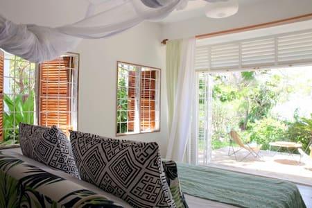 Ocean view room with patio - Mombasa - Villa