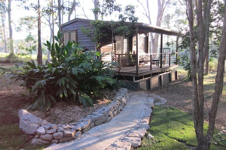 Self contained cabin near Woodford, QLD - Chatka