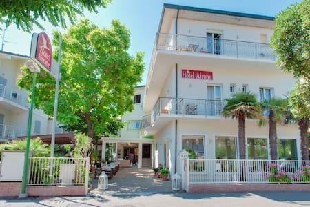 HOTEL AIRONE hotel del cuore - Bed & Breakfast