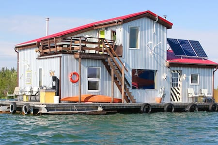Mo's Houseboat B&B - Yellowknife - Bed & Breakfast
