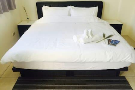 時尚雙人房加大床(含早餐及迎賓水果及迎賓茶) - Bed & Breakfast