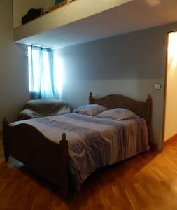 Chambre,lit 3 places a la campagne - Haus