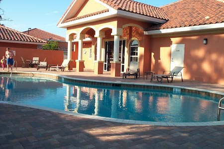 Fort Myers Condo (1st Fl) Mins to Beaches; Pool - Fort Myers - Ortak mülk