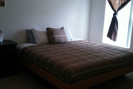 Huge 1bed with private bathroom. - Wohnung