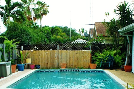 Pool/Hot Tub Home 15 minutes from Beach - Rumah