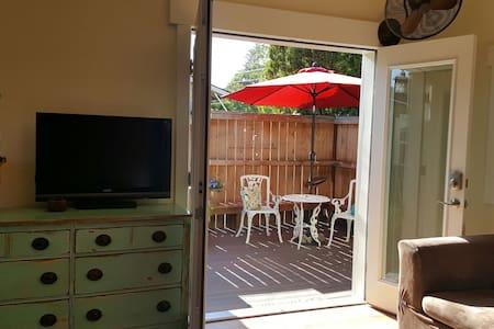 Studio Suite, Private Entrance, Private Bath! - Medford - House