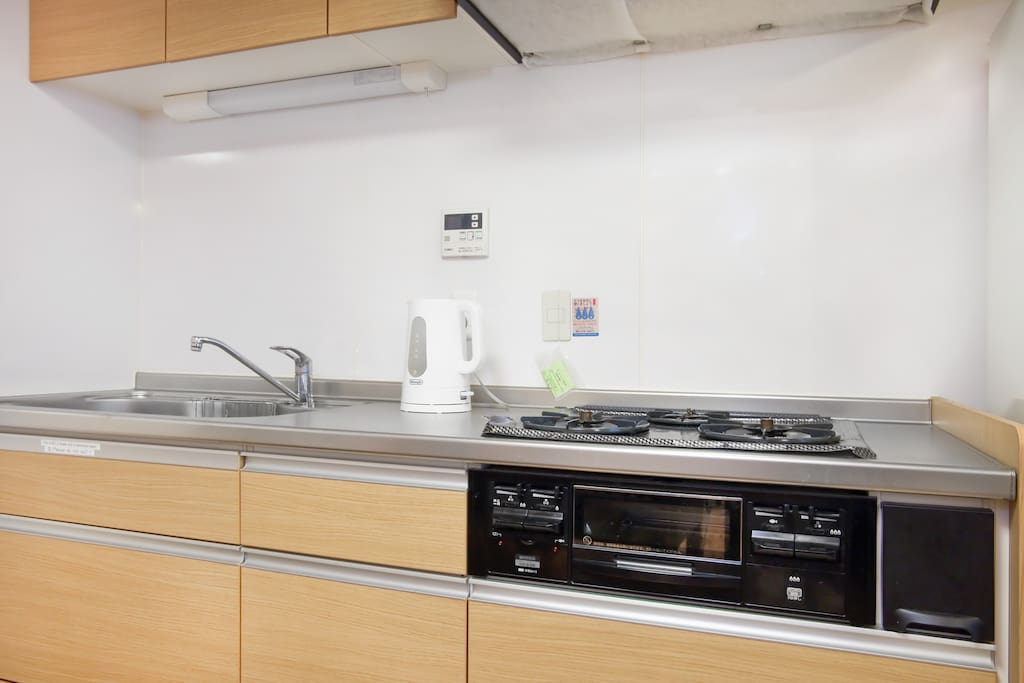 Full kitchen: microwave, gas stove, toaster, kettle, and everything you need for cooking