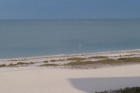 Beachfront ! Clearwater/Sand Key Beach - SPECIAL! - Apartment