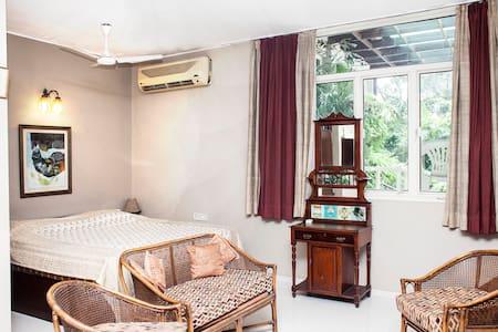 Charming Studio with Terrace Garden - New Delhi - Bed & Breakfast