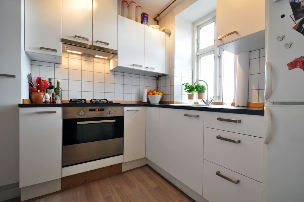 a small kitchen with great cooking opotunities