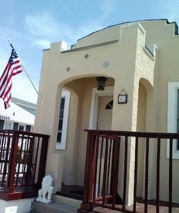 Mediterranean style bungalow in the heart of LBNY - Long Beach - Apartment