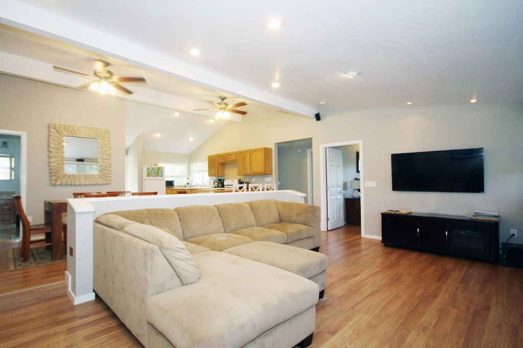 """Large Living room with ocean views & 55"""" flatscreen TV with cable / netflix"""