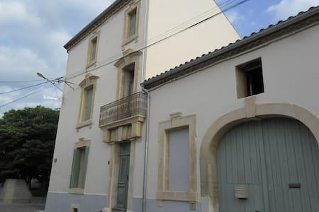 LOCATION SAISONNIERE MAISON DE CARACTERE LANGUEDOC - Rumah