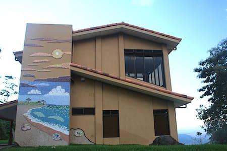 Jungle Escape -Hilltop home - House