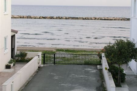 3 Bedroom Front SeaView Grand Villa - Oroklini - Villa