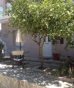 XYLOKASTRO-APT. 50M FROM THE SEA - Kato Loutro - Apartamento