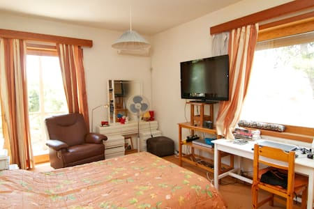 Large bedroom in comfortable villa - Nea Penteli - Bed & Breakfast