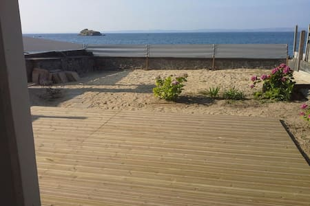 Direct access to the beach