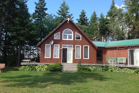 Cottage with great views on West River. - Meadowbank