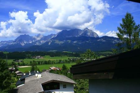 Ferienwohnung mit Traumblick - Oberndorf in Tirol - Apartmen