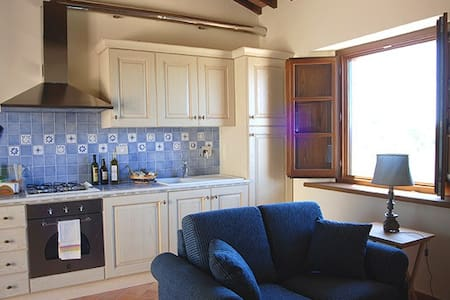 Delightful 1-bdr apt in farmhouse.  - Panicale - Apartment