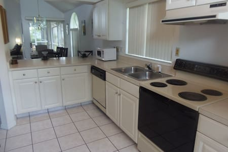Disney Area 3 Bed 2.5 Bath Pool/Spa - Kissimmee - House