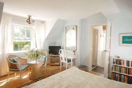 Romantic retreat, magical garden - Apartment
